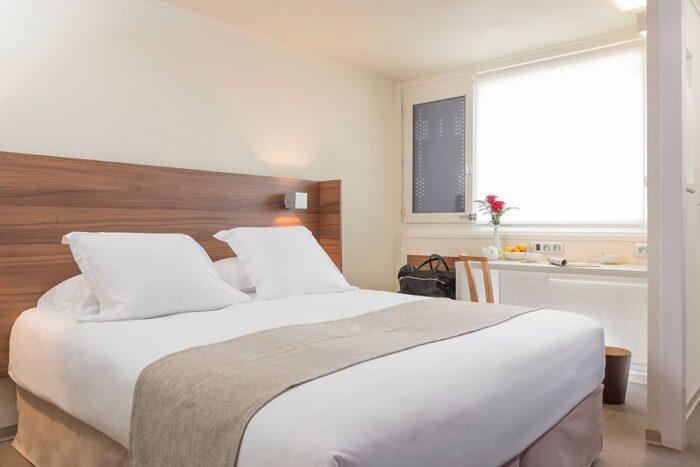 chambre double lumineuse hôtel paca